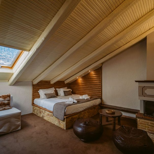 Cozy Double Rooms with Fireplace in Arachova